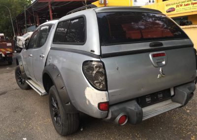 MITSUBSHI TRITON 4D56U 2.5CC  4WD AUTO FRONT CUT AND REAR CUT